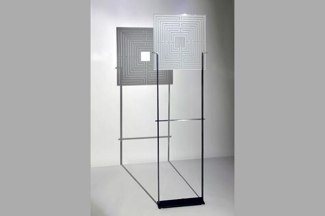 Labyrinth-Stele, Stahl und Glas (ESG), Foto Werner Tschink